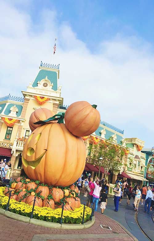 disneyland-halloween-time-pumpkin-main-street-1